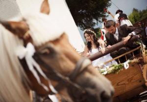 matrimonio in stile country a cavallo e in carrozza